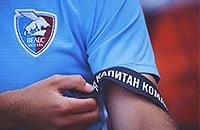 Sports.ru сделал капитанскую повязку с легендарной фразой Овчинникова. «Велес» с ней чуть не вынес «Торпедо» из Кубка