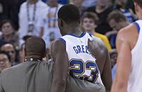 У игроков НБА постоянно рвутся майки