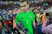 «Игорь, зови остальных сюда». Акинфеев в секторе болельщиков после матча с Уэльсом