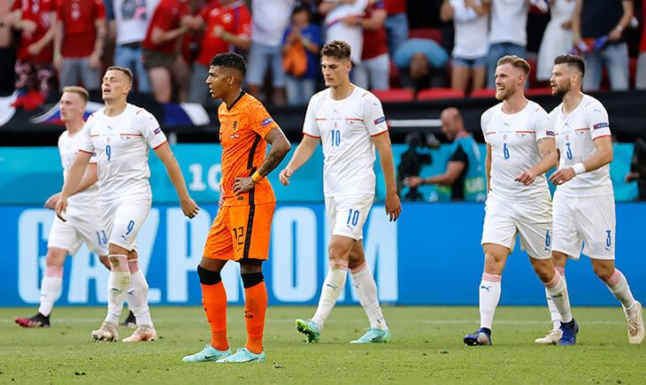 Белые майки ведут 9-0 в плей-офф Евро. Семин был бы доволен