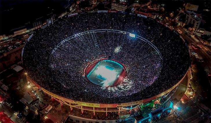 На матч Федерера пришли 42 тысячи человек. На теннисе такого не было никогда (но скоро будет больше)