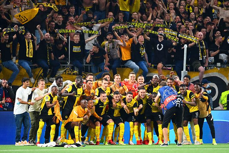 Настоящее счастье в Берне: «Янг Бойз» после победы над «МЮ» долго веселился с фанатами