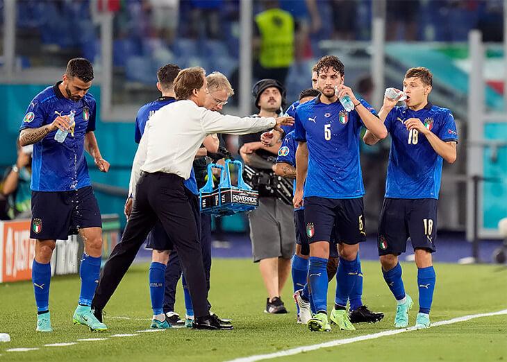 «Манчини изменил наш менталитет и создал семью». Италия в плей-офф Евро-2020 – как же хвалят ее тренера!