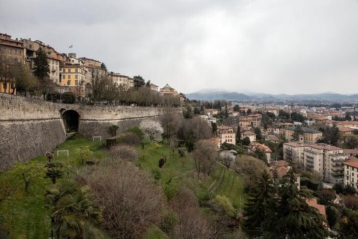 Гид для Миранчука по Бергамо: рестораны в монастыре и на холме, электросамокаты (на них гоняет Папу Гомес), город – как музей
