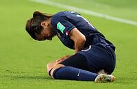 Травмы в женском футболе: чаще рвут кресты, ломаются в основном на играх, получают стрессовые переломы