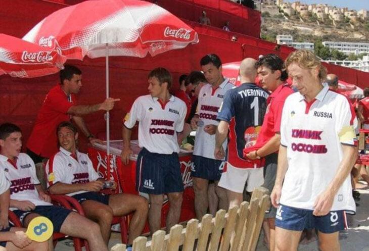 Карпин, каким мы его не помним: закурил на тренировке, был капитаном пляжной сборной, обожал гигантские пряжки D&G