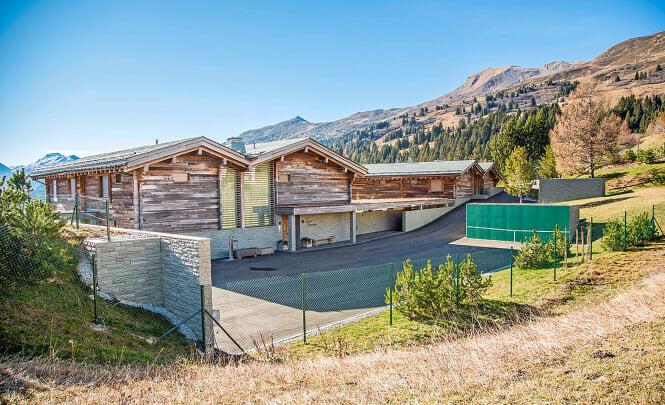 Горный дом Федерера: стоит около 20 млн евро, соседи запретили забор и 3-метровую горку. Вместо корта – стенка