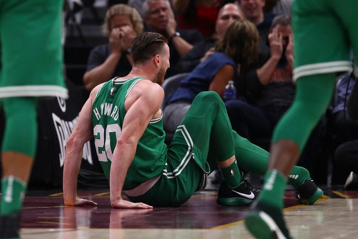 Форвард «Бостона» сломал ногу вдебютном матча заклуб