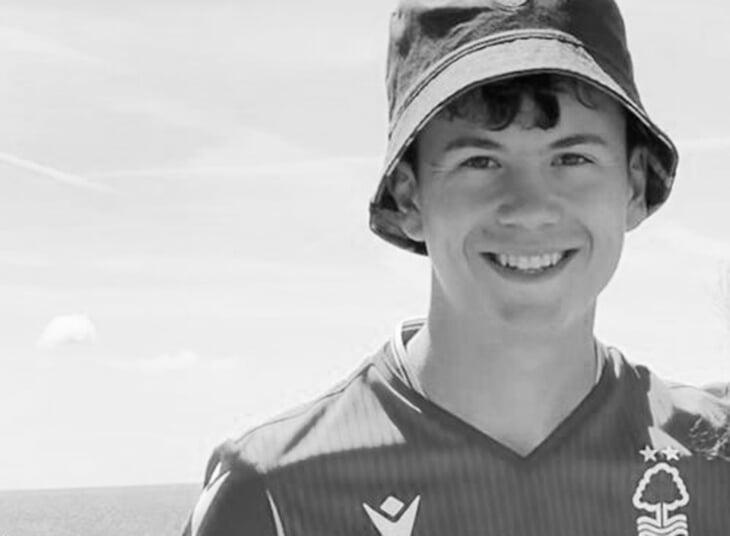Траурная акция сборной Англии: умер 17-летний футболист – его не спасли после двух остановок сердца