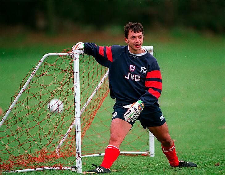 В 90-е он выигрывал с «Арсеналом» чемпионат и Кубок кубков, а теперь работает пожарным. И очень счастлив