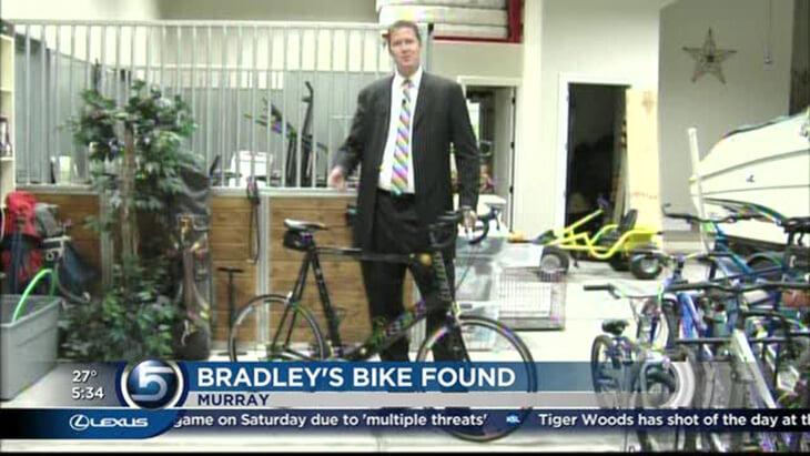 Шон Брэдли (рост – 229 см) после НБА увлекся велосипедом. Закончилось плохо: великана сбили на дороге, он парализован