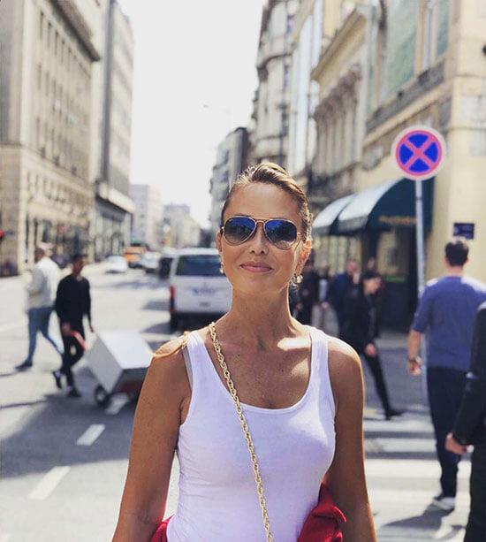 Мама Луки Дончича (бывшая танцовщица и модель) управляет его бизнес-империей. В Словении ее критикуют за чрезмерную опеку сына