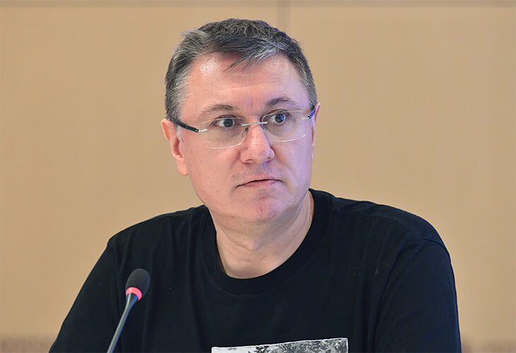 Азербайджан продолжает блокировать журналистов на Евро: Геничу тоже отказали в аккредитации, Моссаковского развернули в Баку