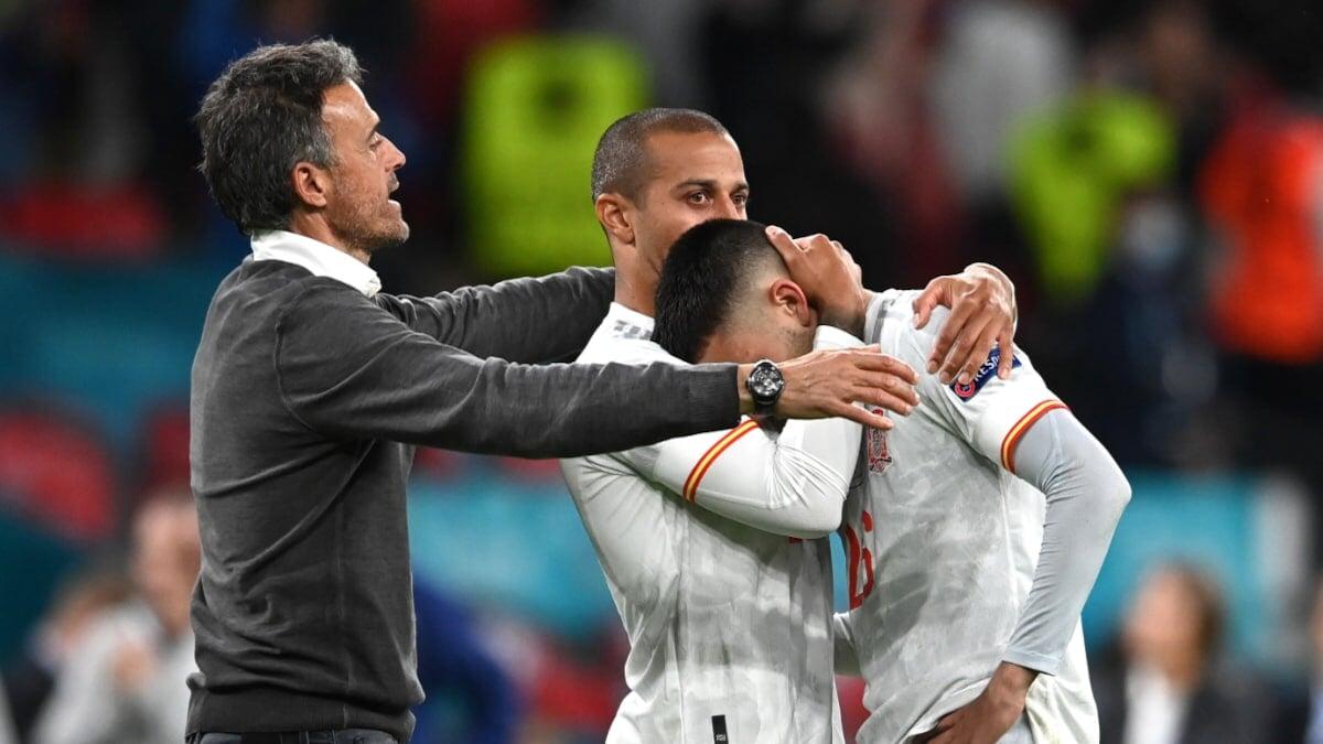 Испания впервые с 1993 года проиграла в квалификации ЧМ. Прервалась серия из 66 матчей без поражений