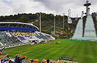 Удивительный стадион Олимпиады: прыгуны приземляются на футбольное поле
