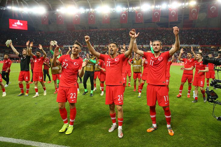 Турция почти все топовые матчи играет в горах. Стратегия работает