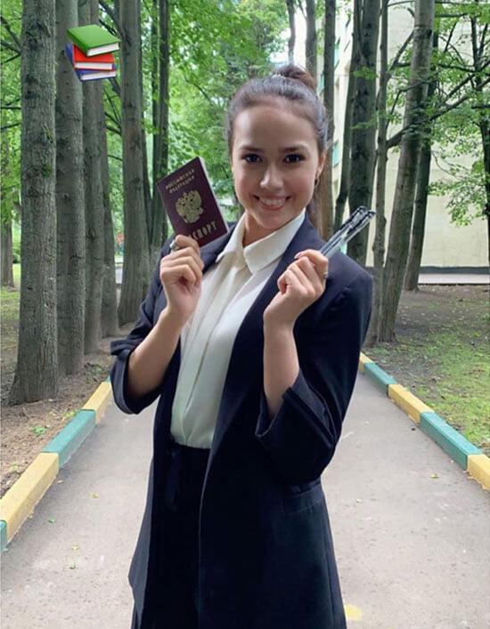 В фигурке бум выпускников: Загитова окончила школу, Туктамышева получила красный диплом, а Гуменник выбил 98 баллов на ЕГЭ