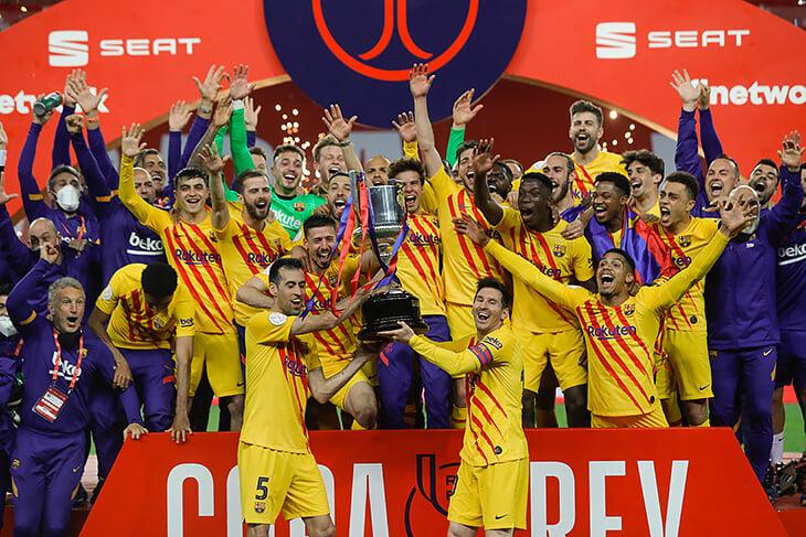 Наконец-то Месси счастлив – поднял Кубок Испании. В финале «Барса» тотально раздавила «Атлетик»