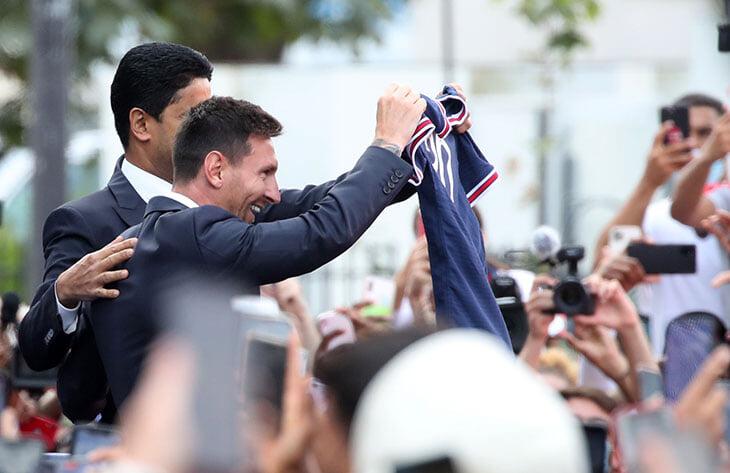 «Сыграть в Барселоне в другой футболке будет очень странно». Первая пресс-конференция Месси в «ПСЖ»