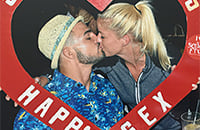 Майк Перри и его жена – сумасшедшая парочка из ММА. Однажды он (нечаянно) отправил ее в нокдаун