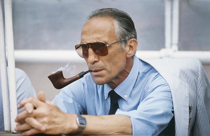 Италия блеснула еще и пиджаками: Армани посвятил их легендарному тренеру Беарзоту. Он смотрел футбол с трубкой и брал золото ЧМ-82