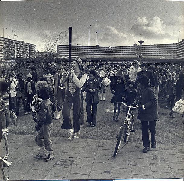 Гус Тил говорил, что рос в адском гетто Амстердама и с тех пор ничего не боится. Мы съездили туда на экскурсию