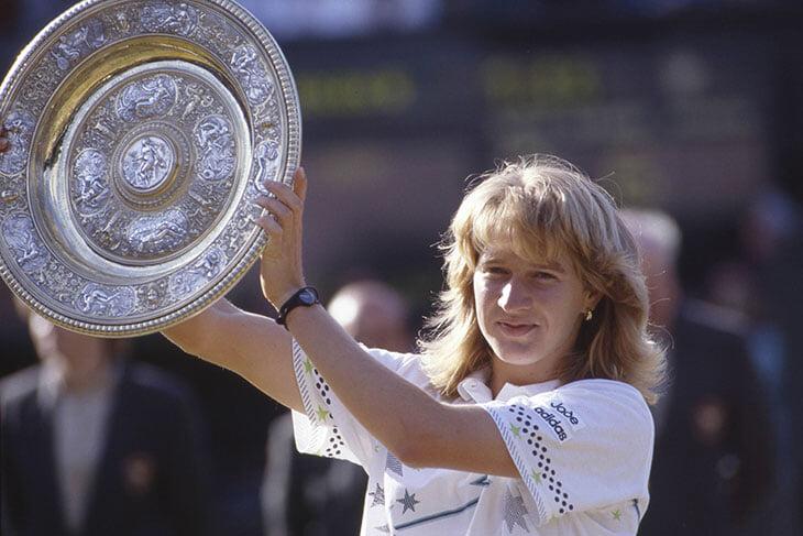 В 2003-м теннисистку попросили нагнуться на корте для фото