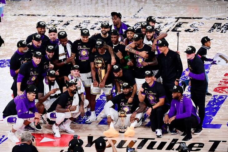 Леброн вновь пнул «Торонто». Игрокам «Лейкерс» вручили чемпионские перстни – и теперь это самые дорогие перстни в спорте