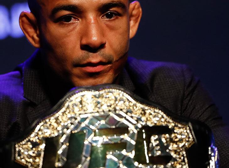 UFC утвердил титульный бой, в котором у претендента два поражения подряд. Промоушен сошел с ума