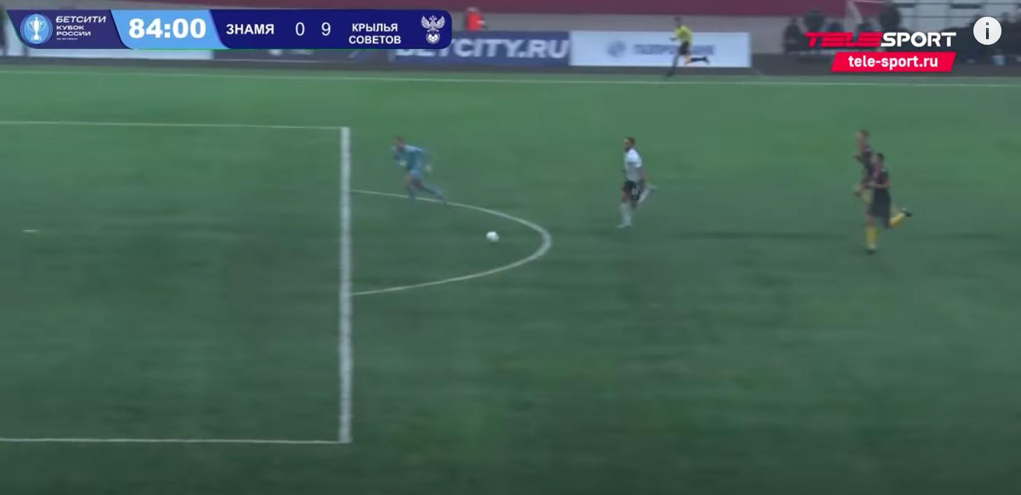 «Знамя» выпустило вратаря-блогера Спирякова при 0:7 с «Крыльями» (по словам тренера, это реклама). Интервью о шумном дебюте