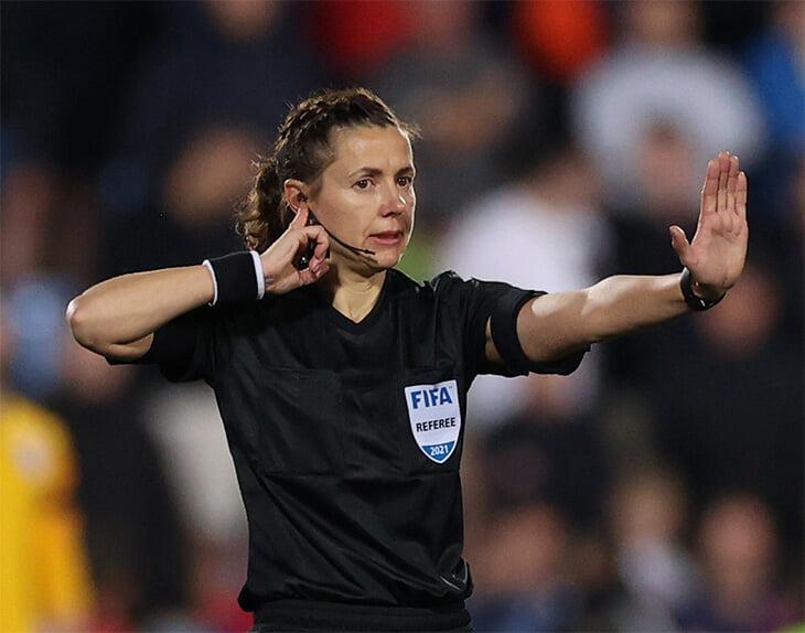 Новая женщина-судья – из Украины. Екатерина Монзуль остужала сборную Англии, но не увильнула от подсказок ВАР