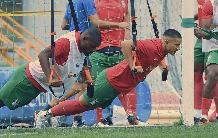 Самый богатый футболист мира играет за «Маритиму». Он племянник султана Брунея, не любит понты и пытался взлететь через «Челси» и «Лестер»
