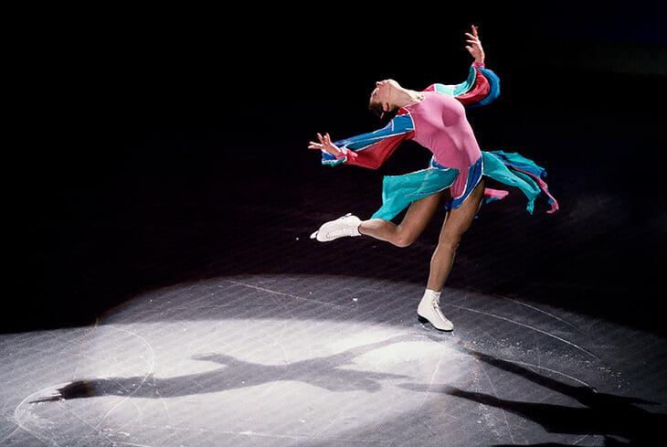 Катарина Витт устроила революцию в фигурных костюмах: купальник без юбки, оголенный живот, экстремальное декольте