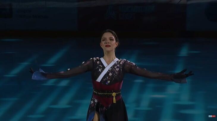 Премьера Медведевой с колесом на льду и в балетной пачке: это неизданная программа, которую Женя развалила год назад