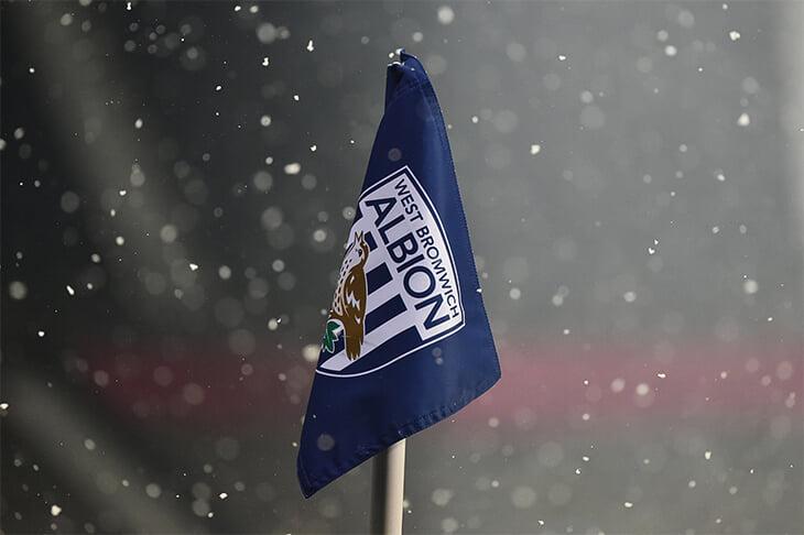 ❄️ Зимняя сказка на матче «Арсенала»: по арене кружили снежинки, поле завалило два раза. А у лондонцев лучший отрезок сезона