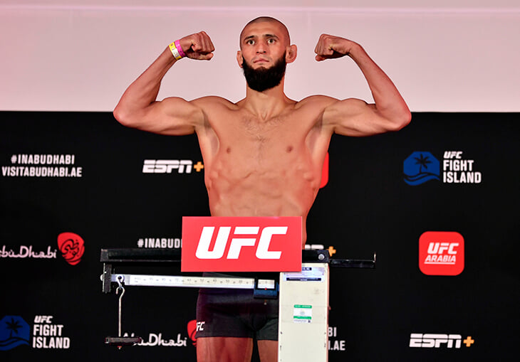 Хамзат Чимаев – новая хайп-машина UFC. Все бои он закончил досрочно, а в 2018-м прилетал в Ирландию, чтобы наказать Конора за трэшток