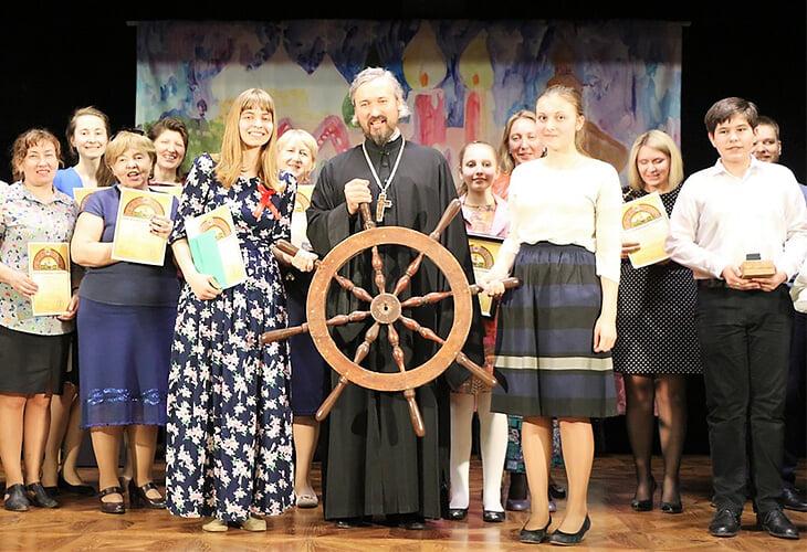 Пообщались с духовником сборной России. Болеет ли с трибун? Чем занимается Патриаршая комиссия по спорту? Что такое Библейский яхт-клуб?