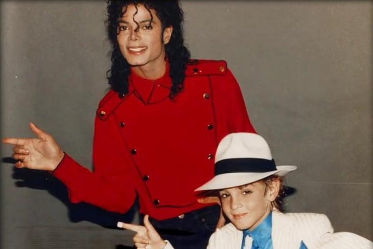 В мире – табу на Майкла Джексона (после фильма о педофилии). И вдруг Гном Гномыч откатал трибьют