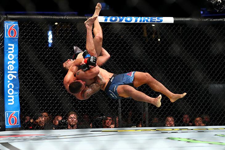 ММА мечты в 2025-м: UFC не доминатор, весогонки больше не адские, трансляции похожи на игры (с процентом урона)