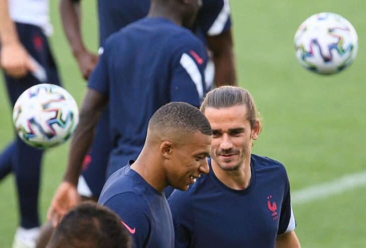 Внутри сборной Франции – хаос. Игроки оскорбляли Погба из-за обороны, мама Рабьо атаковала родственников футболистов на трибунах