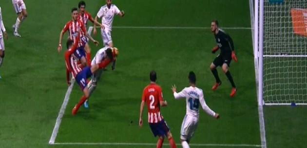 Картинки по запросу «Атлетико» – «Реал». Люка ногой разбил нос Рамосу, и Серхио заменили в перерыве
