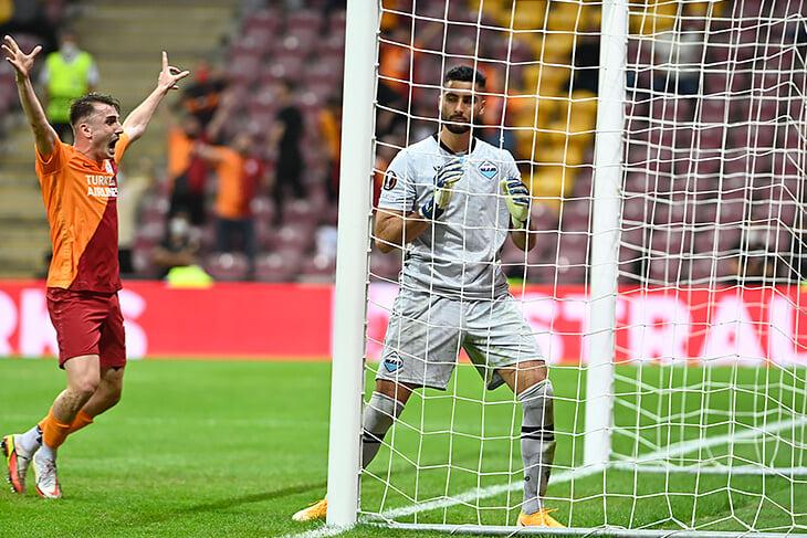 Дикие привозы в ЛЕ: кипер «Лацио» исполнил Дубравку, а защитник «Динамо» Загреба повторил трюк Лингарда