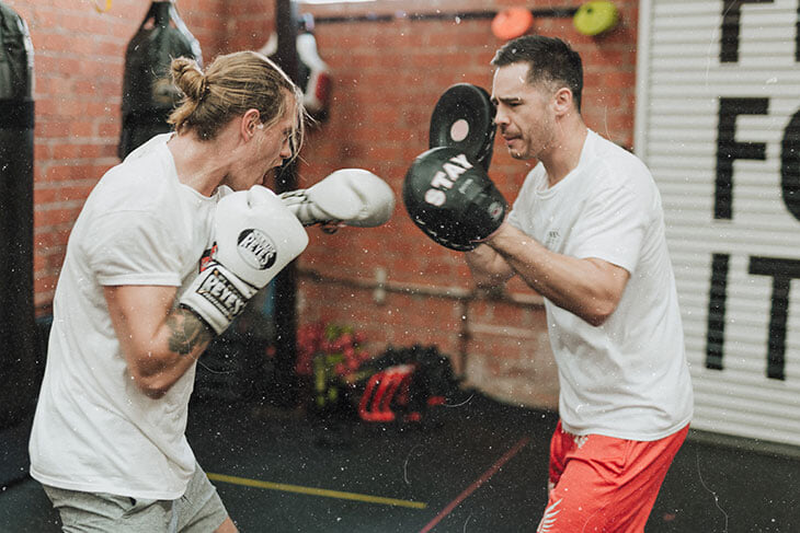 Сколько стоят занятия классическим боксом? Узнали все цены – от перчаток и кап до индивидуальных тренировок