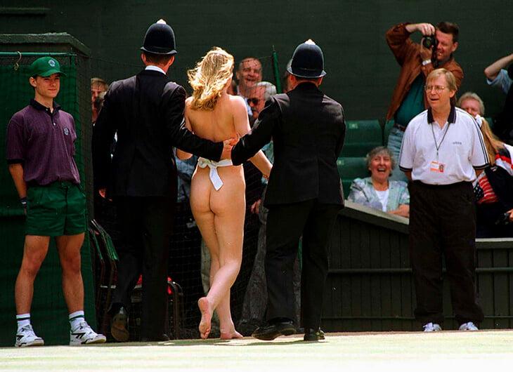В 1996-м на финал «Уимблдона» выбежала обнаженная девушка. Смутила одного игрока, зато другой успокоился и взял титул