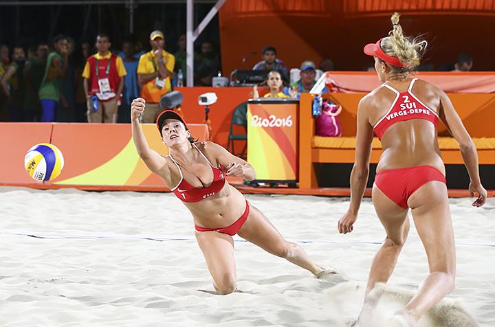 Сексуалный пляжный женский волейбол смотреть онлайн