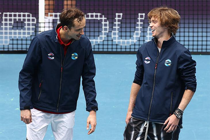 Медведев и Рублев идут друг на друга в 1/4 Australian Open. А кто еще на пути к титулу? И что за жесть в женской сетке?