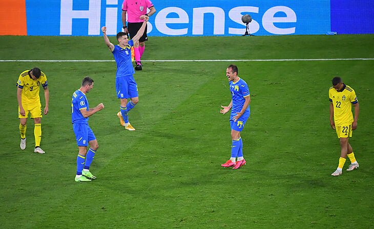 Эйфория Украины от первого в истории выхода в четвертьфинал Евро. Экстаз на поле, танцы в раздевалке