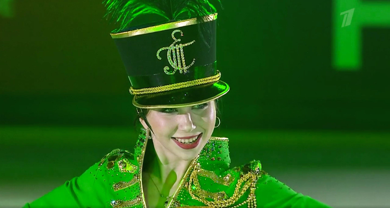 Концерт Туктамышевой: надела китель и мини-юбку (совсем мини), каталась с саксофоном, стучала тарелками по льду