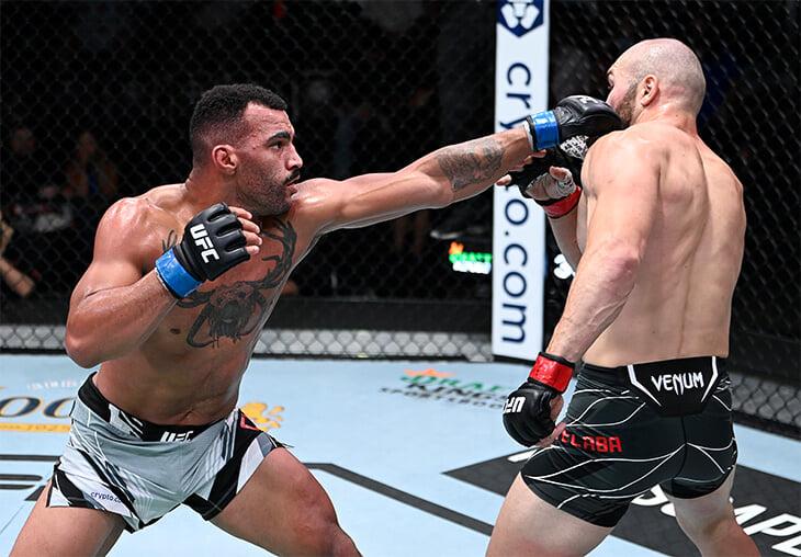 «Это в любом случае операция». Бойцу UFC выбили зубы и травмировали десну – но он продолжил и выиграл раунд