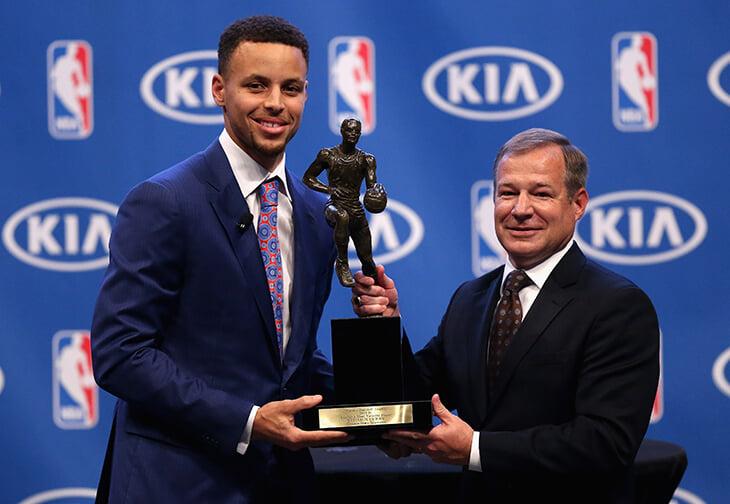 Правда, что Леброн ненавидит Карри? Игроки НБА завидуют богатому детству и не одобряют слишком светлый цвет кожи